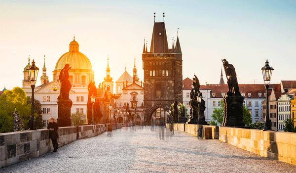 Нічним рейсом до Праги
